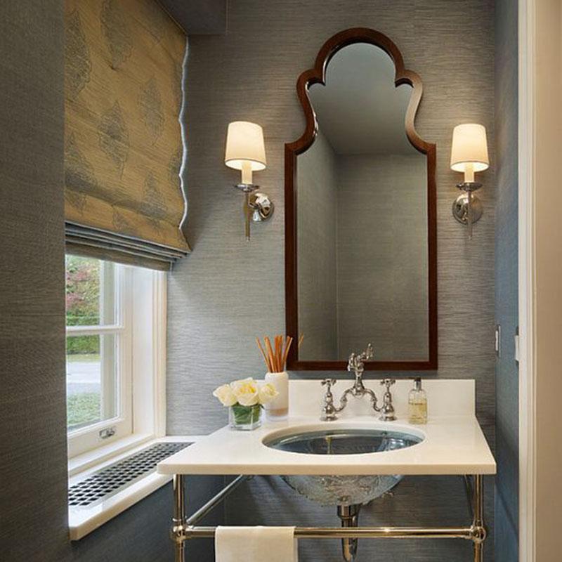 Có rất nhiều cách bạn có thể làm với chiếc gương để phòng tắm của bạn không bị nhàm chán. Nó có thể là dùng dây thừng để treo gương hay sơn viền gương bằng những màu sặc sỡ, vui vẻ để cảm thấy thoải mái mỗi khi nhìn mình trong đó.